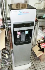 沖縄市 居酒屋 バケネコに若水設置